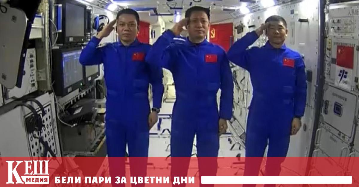 Веднага след пристигането си на орбиталната станция, китайските тайконавти Ни