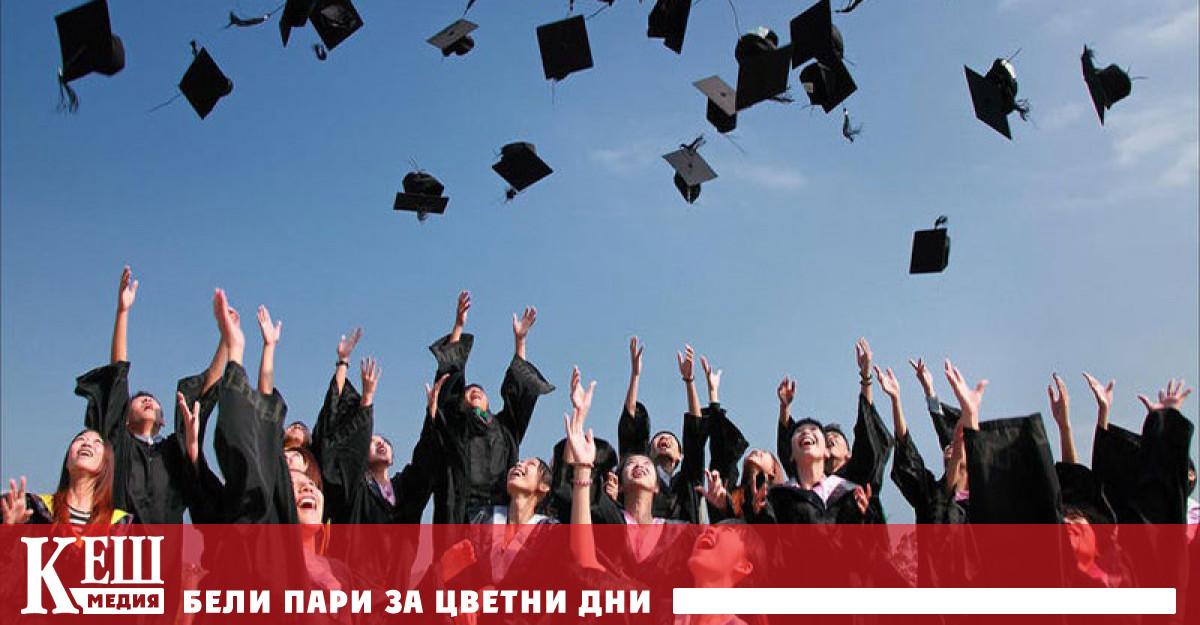 Общо 1536 души от завършилите училище през изминалата учебна година